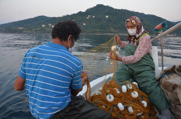 """Karadeniz'in """"kadın reisleri"""" Ordu'nun Perşembe ilçesindeki kadın balıkçılar sezon açılmasıyla birlikte denizlere açılıyor 70 yıldır kadın balıkçıların bulunduğu Perşembe ilçesinde kadınlar, eşlerinin en büyük destekçileri"""