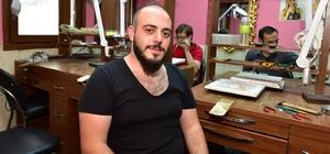 Türkiye'de Yılın Kalfası Trabzon'dan Trabzon'da bir kuyumcu atölyesinde hasır imalatçısı olarak çalışan Barış Kahvecioğlu, Türkiye'de 2020 yılının kalfası seçildi