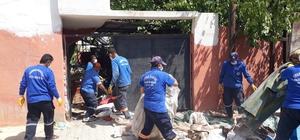 Çöp ev boşaltıldı, sahipleri hastaneye götürüldü Hatay'da zihinsel engelli bir kişinin evinden kamyonlar dolusu çöp boşaltıldı
