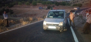 Hafif ticari araç ile minibüs çarpıştı
