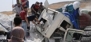 Şırnak'ta freni boşalan un yüklü tır, önündeki tıra çarptı: 3 ölü, 2 yaralı Kaza sonrası tırın dorsesindeki yakıt deposunda patlama meydana geldi