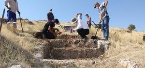 Perre Antik Kentte 11 yıl sonra kazılar tekrar başladı 24 Basamağı ortaya çıkan merdivenin nereye ulaştığı kazılarda ortaya çıkacak