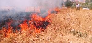 Hakkari'de korkutan yangın Yangını söndürmek için büyük çaba harcadılar
