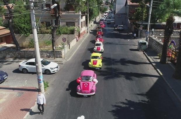 İzmir'in kurtuluş günü etkinliklerine renkli kortej Vosvos araçların yer aldığı kortej renkli görüntüler oluşturdu