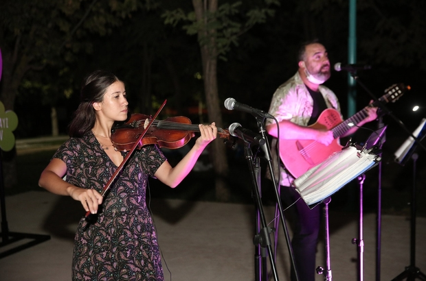 Nilüfer'in parklarında müzik dinletisi