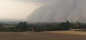 Günyüzü'nde fırtına ve şiddetli yağış Pek rastlanmayan kum fırtınası halkı şaşkına çevirdi