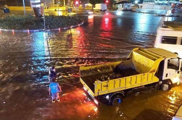 Buharkent'te sağanak yağış etkili oldu