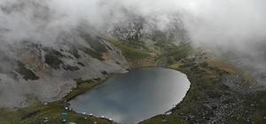 Karadeniz'in eşsiz doğa güzellikleri ziyaretçilerini şaşırtıyor 2 bin 740 rakımlı Haldizen Dağları'nda bulunan Balıklı Göl, muhteşem görüntüsüyle ziyaretçileri hayran bırakıyor