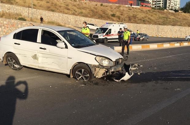 Otomobille çarpışıp karşı şeride geçti: 3 yaralı