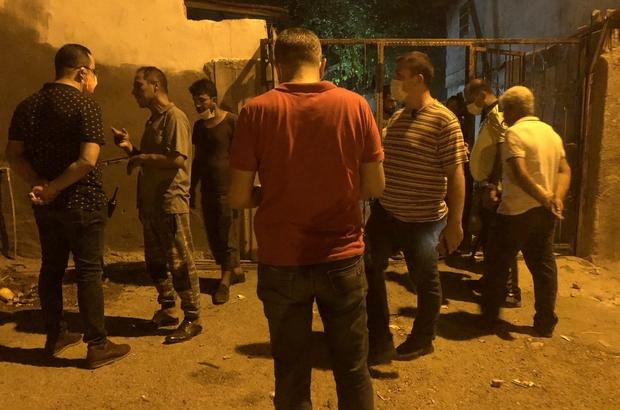 Fren kavgasını polisler saatlerce ayırmaya çalıştı Adana'da bir grup arasında çıkan kavgada 1 kişi yaralandı, polis mahallede saatlerce nöbet tuttu