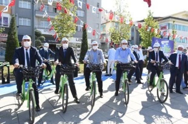 """Spora teşvik edecek trafiği rahatlatacak proje hayata geçti ÇORBİS projesiyle bisiklet kullanımının yaygınlaştırılmasının yanı sıra bisikletin sağlıklı yaşamın bir parçası haline getirilmesi hedefleniyor Çorum Belediye Başkanı Halil İbrahim Aşgın: """"Ulaşım ve sağlık noktasında bisikletin daha aktif kullanılmasını istiyoruz"""""""