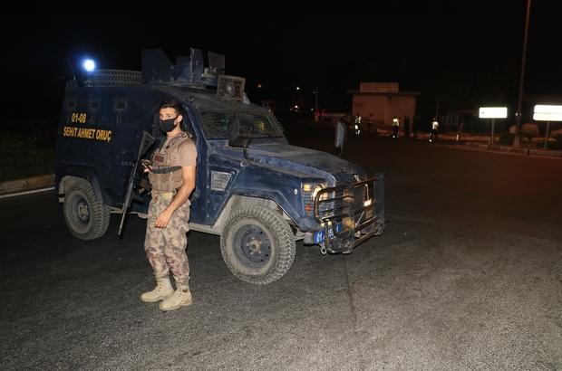 Otogar kapısına bırakılan valiz korkuttu Adana'da otobüsleri otogara giriş ve çıkış yaptığı kapı önüne bırakılan valiz kısa süreli paniğe neden oldu Özel harekat timleri uzun namlulu silahlarla otogar çevresinde güvenlik önlemi aldı