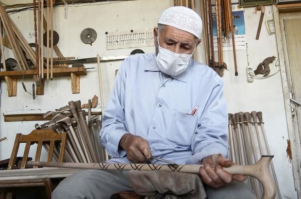 Yarım asırdır ceviz ağaçlarını sanat eseri bastonlara dönüştürüyor 80 yaşındaki Abdurrahman Gökbulak, 50 yıldır Ahlat bastonu yapıyor