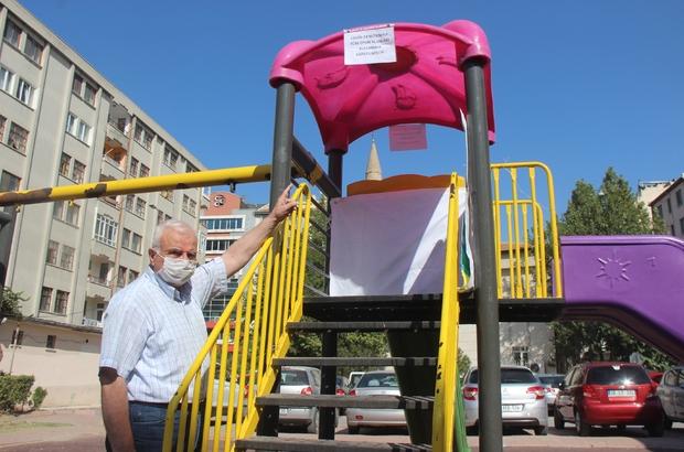Kayseri'de çocuk parkları bir ay süreyle kapatıldı Çocuk parklarının üzerine 'Covid-19 nedeniyle tüm oyun alanları kullanıma kapatılmıştır' yazısı asıldı