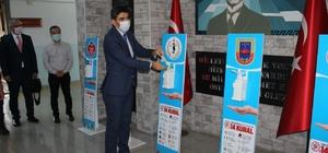 Okul, kamu kurumlarına el dezenfektanı hediye etti