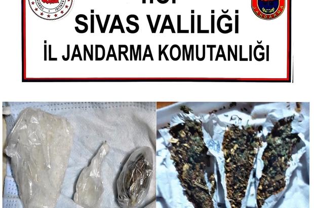 Jandarma operasyonlarında 2 şahıs tutuklandı Sivas'ta jandarma ekipleri tarafından gerçekleştirilen operasyonlarda 15 şüpheli hakkında işlem yapıldı, 2 şahıs tutuklandı.