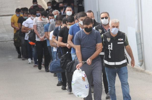 """FETÖ operasyonuna 6 tutuklama Adana merkezli operasyonda gözaltına alınan 22 zanlıdan polis okulu öğrencilerinin """"mahrem imamı""""nın da aralarında bulunduğu 6'sı tutuklandı"""