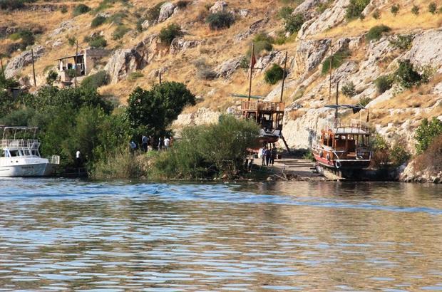 Tur teknesinin batması olayıyla ilgili detaylar belli oldu Yolcular güneşten gölgeye geçince tekne alabora oldu Birecik Barajı Gölü'nde tur teknesi battı: 29 kişi kurtarıldı