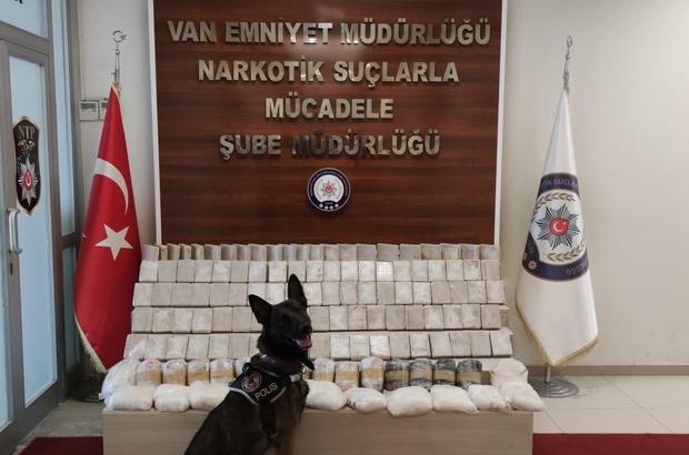 Van'da uyuşturucu operasyonu Kamyonetin zulasında 50 kilo 895 gram eroin ile 27 kilo 380 gram metamfetamin ele geçirildi