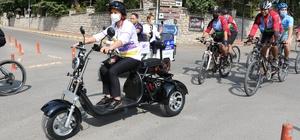 Belediye başkanının yeni makam aracı elektrikli motosiklet Safranbolu Belediye Başkanı Köse, temiz çevre ve hareketliliğe dikkat çekmek amacıyla şehir içinde makam aracı olarak elektrikli motosiklet kullanacak
