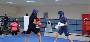 İngiltere Kadın Boks Milli Takımı Tokyo Olimpiyatları'na Trabzon'da hazırlanıyor Türk ve İngiliz kadın boksörler olimpiyatlar öncesi Trabzon'da kozlarını paylaştı