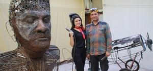 """Sanatçı baba ve kızın son eseri: İlk milli uçak Vecihi K-VI Mozaik ve hurda sanatçısı Mervan Altınorak ve kızı Dilara hurda demir motosiklet ve araba parçalarıyla ilk milli uçağımız """"Vecihi K-VI""""nın maketini yapıyor Uçak tamamlandığında diğer eserlerle birlikte İstanbul Havalimanı'nda sergilenecek"""