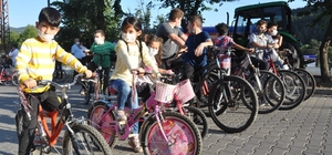 Sıfır emisyonlu hareketlilik için çocuklar pedal çevirdi Kastamonulu çocuklar büyüklerine bisiklet sürerek mesaj verdi