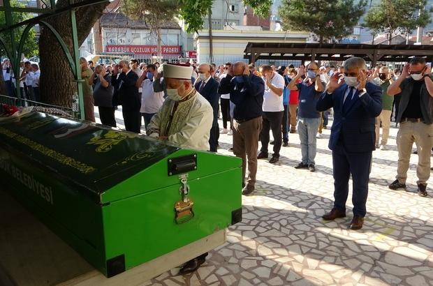 TEM otoyolundaki kazada hayatını kaybeden Feyza Yatmaz memleketinde defnedildi Karabük Valiliği Basın Müdürü Bilal Yatmaz'ın acı günü