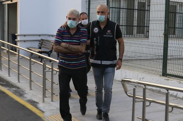Adana'da sahte senet çetesine ikinci operasyon Adana polisi, sahte senet düzenleyerek 100 milyon lira haksız kazanç elde ettiği öne sürülen çeteye yönelik yapılan operasyonda 10 şüpheliyi gözaltına aldı