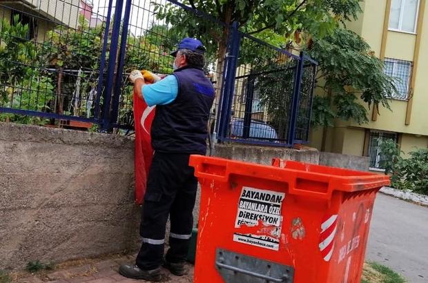Çöpteki bayrağı çıkarıp duvara asan temizlik işçisi ödüllendirildi Temizlik işçisinin Türk Bayrağı hassasiyeti duygulandırdı