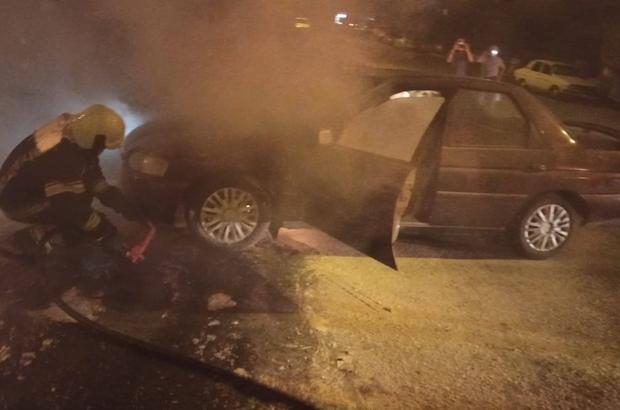 Seyir halindeki otomobil dumanların ardından yandı Otomobilden çıkan dumanları erken fark etti, sürücü kendini kurtardı