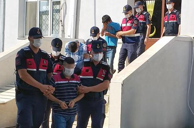 Adana'da telefon dolandırıcılarına suçüstü Kendilerini jandarma olarak tanıtarak bir kadını dolandırmak isteyen 4 şüpheli yakalandı