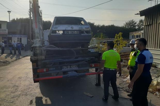 Sakarya'da polis ile zabıta ekipleri hurda ve atıl araç avına çıktı