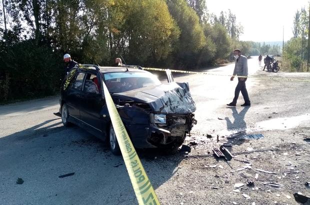 Otomobiller kavşakta kafa kafaya çarpıştı: 8 yaralı
