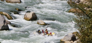 Zap Nehri'nde rafting heyecanı