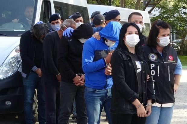 Sokak satıcılarına şafak vakti operasyonunda gözaltına alınan 9 kişi adliyede