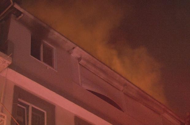 İzmir'de 3 katlı binanın teras katında tüp patladı