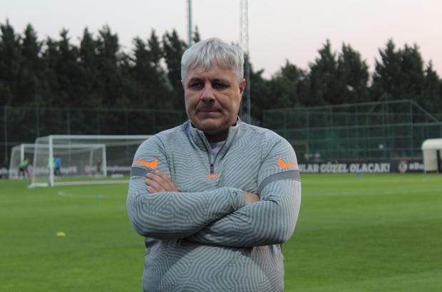 """Marius Sumudica'dan şok eden menajer açıklamaları Gaziantep F.K. Teknik Direktörü Marius Sumudica: """"Türkiye'den 2 menajer kötü oyuncular hakkında iyi yorum yapmam için 50 bin Euro teklif etti"""" """"17 yıllık kariyerimdeki en zor yılım"""""""