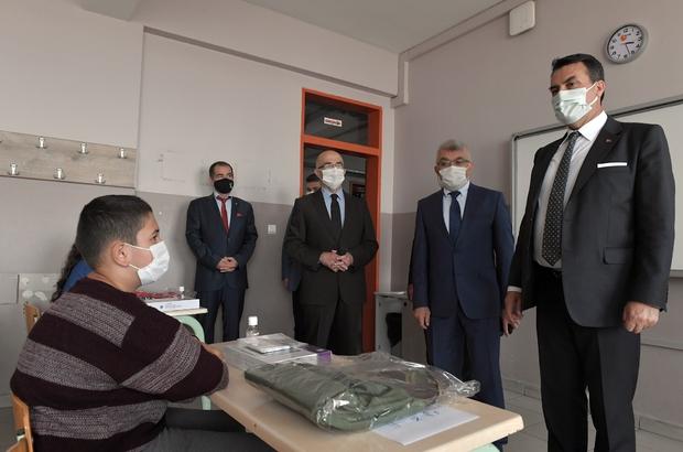 Başkan Dündar sözünü tuttu Dündar'dan öğrencilere tablet desteği
