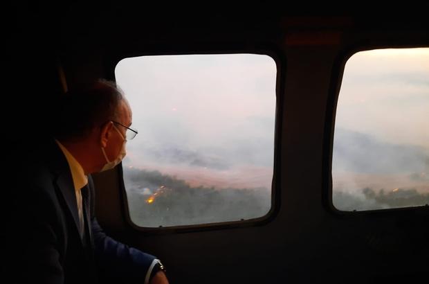 """Manisa Valiliğinden orman yangınına ilişkin açıklama Manisa Valiliği: """"Yangın yaklaşık 50 hektar alana yayılmış olup, 6 kişi yaralandı"""" Vali Karadeniz, yangın bölgesini helikopterden inceledi"""
