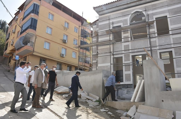 Başkan Çelik Yiğitbaş Veli Camii ve türbesindeki çalışmaları inceledi