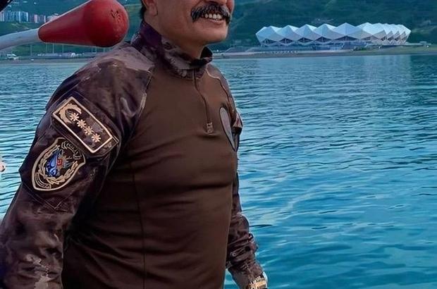 """Emniyet Müdürü Alper Karabağ'a Trabzon'dan böyle mesaj gönderdi Trabzon Emniyet Müdürü Metin Alper Trabzon'da katıldığı bir özel harekat polisinin düğününde yaptığı konuşma ile dikkat çekti Emniyet Müdürü Metin Alper: """"Burada onlarca hilal bıyıklı bozkurdum da 'Sayın Müdürüm bizi ne zaman Karabağ'a gönderecek?' diye bekliyorlar"""""""