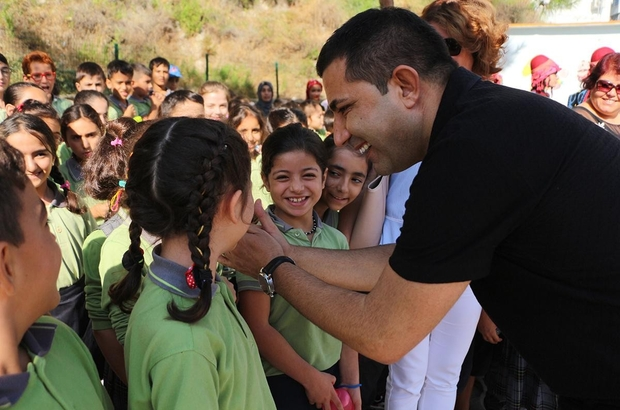 Başkan Günel'den uzaktan eğitime gören öğrencilere destek çağrısı Kuşadası Belediye öğrenciler için tablet bağışı kampanyası başlattı