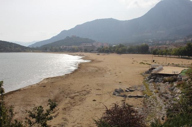 """Eğirdir gölü kırmızı alarm veriyor göldeki su seviyesi her geçen yıl azalıyor dr. erol kesici: """"ortalama su seviyesi 16 metreden 4 metreye kadar düştü"""" """"devletimizin çıkarmış olduğu yasalara uymak zorundayız"""" - Isparta Haberleri"""