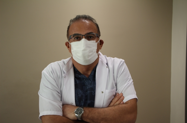 """Covid-19'u yenen doktor tekrar görevine başladı, """"Maske"""" ve """"Karantina"""" uyarısı yaptı Uzm. Dr. Eyüp Oğuz: """"Pandemi sürecinde karantinaya alınan insanların odalarını, evlerini terk ettiğini ve yakalandığını duyuyoruz, bu sağlık çalışanlarını yoruyor"""" """"Bir sağlık çalışanını ve doktoru yoran, maskenin doğru kullanılmaması veya hiç kullanılmamasıdır. Maske takarak, yüzde 90 korunuyoruz"""""""