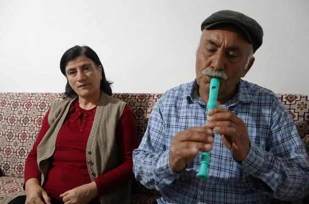 Eşi çalıyor kendi söylüyor, sesiyle ünlü sanatçıları aratmıyor Sivas'ın Altınyayla ilçesinde yaşayan çift, müziğe olan yetenekleriyle ünlü sanatçıları aratmıyorlar