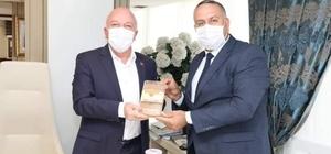 Başkan Sekmen'e organik bal hediye ettiler