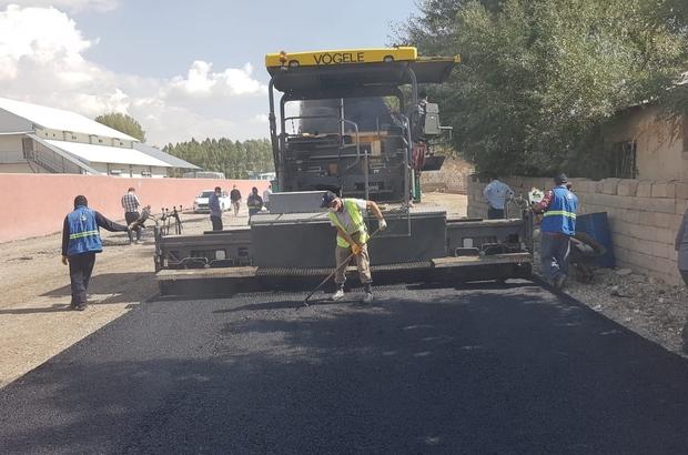 Van Büyükşehir Erciş'te asfalt çalışmalarını sürdürüyor