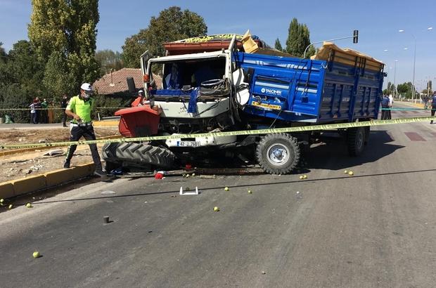 Traktör ile kamyon çarpıştı: 1 ölü, 2 yaralı