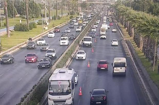"""Başkan Soyer: """"Kademeli mesai kent genelinde yaygınlaşırsa trafik sorun olmaktan çıkar"""" İzmir'de trafiğe nefes aldıran çalışmalar"""